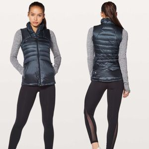 Lululemon Down For A Run Vest II in Inkwell Size 8